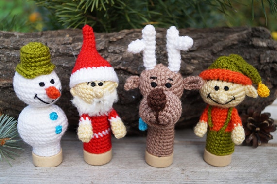 KNITTING PATTERN Father Christmas Finger Puppet 14 cms Santa toy