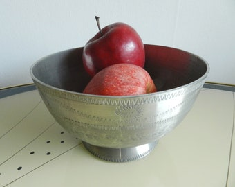 Mid-century handmade pewter bowl Wiik Norway / rustic hammered engraved metal fruit candy bowl / Norwegian pewter dinnerware centerpiece