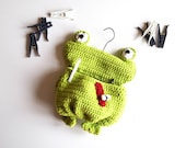 Clothespin bag frog, clothespin, green clothespin, clothespin bag patterns, crochet pattern, frog pillow, green