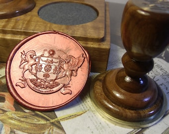Family crest on the sealing wax press