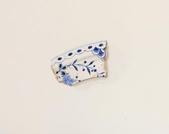 A4 Original watercolour painting of a blue & white pottery shard found on the River Thames foreshore.