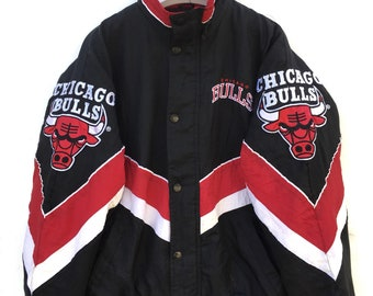 27508d868d0847 Vtg rare 90s Chicago Bulls puffer jacket by Starter big logo embroidered  NBA team jacket M size