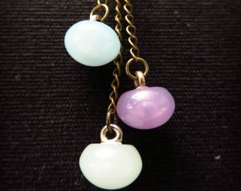 Three buttons necklace pastel boots