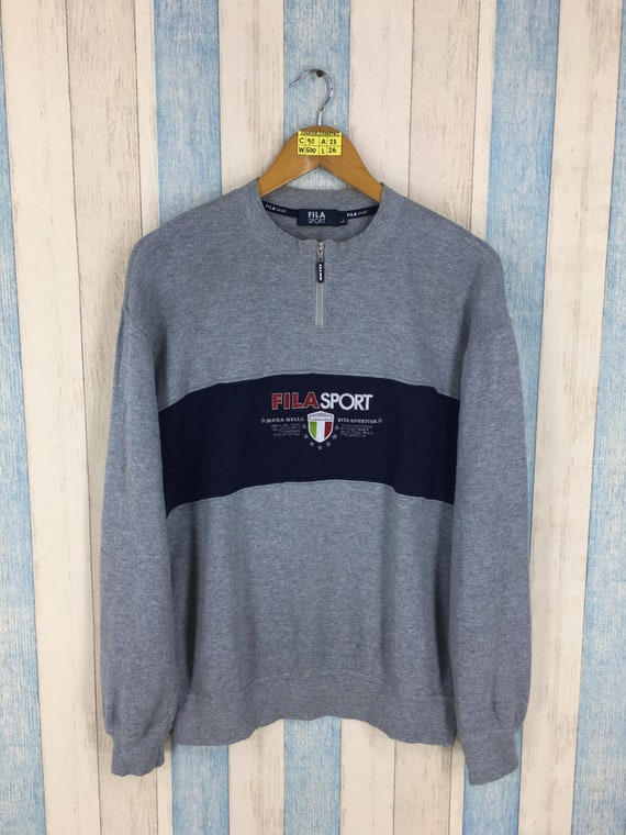Vintage jaren 1990 FILA SPORT Pullover trui grote grijze Fila groot logo Sportswear Fila Biella Italia Crewneck jumper Sweatshirt maat L