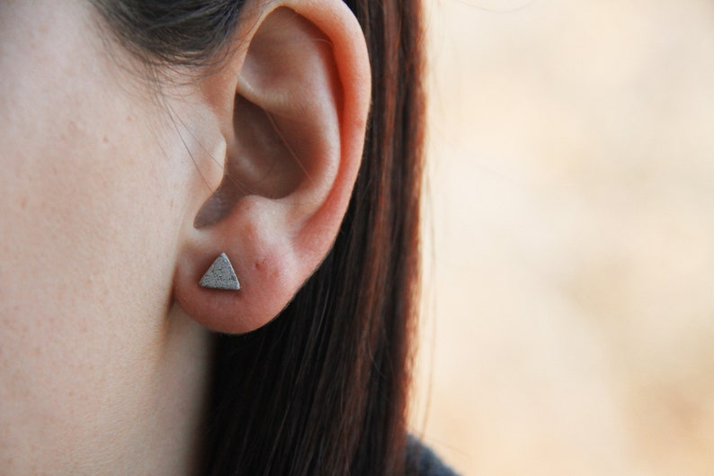 Triangular earrings CONCRETE . Geometric and minimalist image 0
