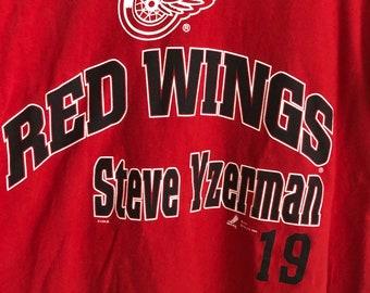 26b6fdf1e19 Detroit Red Wings Steve Yzerman Vintage 90s T-Shirt Jersee Hockey NHL Hockey  Town Mens Sizs XL