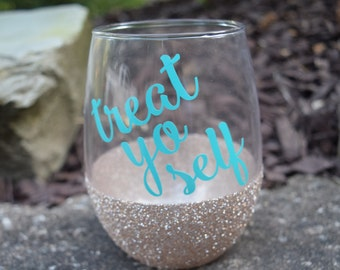 Treat Yo Self Wine Glass, Parks and Recreation, Glitter Dipped, Parks and Rec Wine Glass, Treat Yo Self, Stemless Wine Glass, Funny Wine Gla