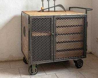 old WERKSTATTSCHRANK EISENSCHRANK INDUSTRIESCHRANK Tool cabinet metal cabinet Vintage design trolley
