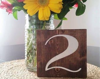 Mariage Table numéros, centres de table mariage, mariage décoration, panneaux bois, signes, signes de mariage, décoration de mariage rustique, mariage réception Decor