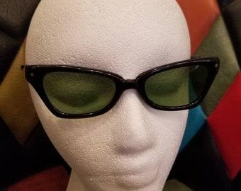 a0353562da77 True Vintage 1960s Womens POLAROID 105 COOL-RAY Sunglasses *Green* Lenses  Black Frame