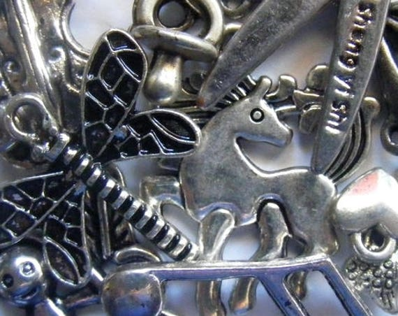 Assortiment de breloques [Tibetan Style Pendants]