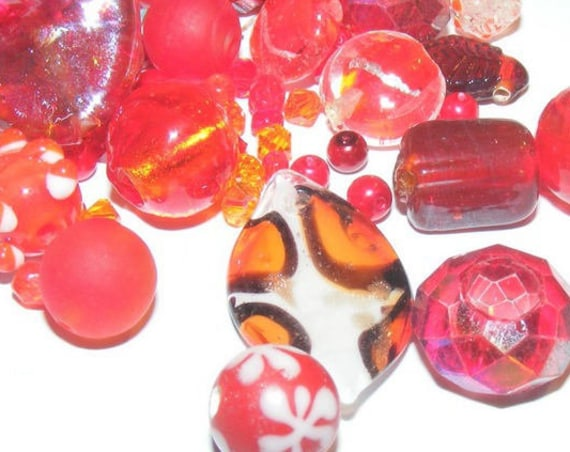 Assortiment de 50g de perles rouges