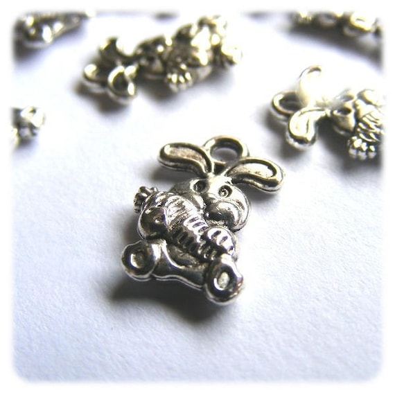 SUPER set - 15mm silver carrot rabbit charms x 20