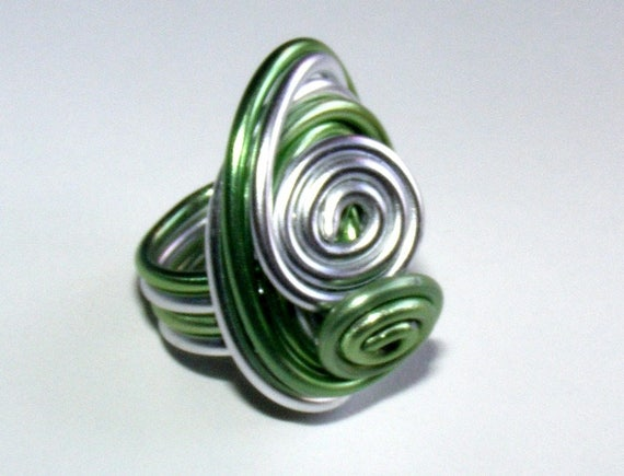 Ring Designer [Andromeda] Silver Aluminum wire and green size 50