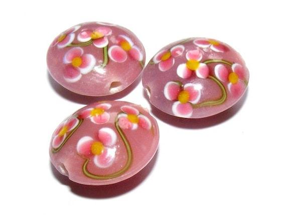# 20 mm lampwork bead # shape lens # bead two-tone # dusky pink color # handmade lampwork beads # flat round # DIY # dollydoo