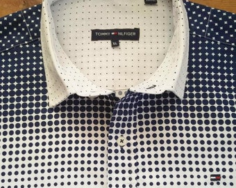 9d74fda66d Vintage Tommy Hilfiger smart/casual shirt in white with blue dots