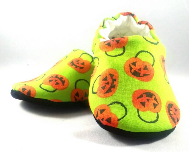 c8e330041f1a4 Pumpkin Feet Baby Booties: Baby shoes/ Gender Neutral / baby boy/ baby girl  / newborn/ baby shower/ Halloween/Toddler Shoes / crib shoes
