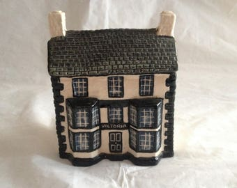 John Putnam's Heritage Houses ~ Number 124 ~ Lancashire Pub ~ Made in England