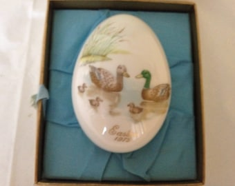 Noritake Bone China Easter Egg 1975 ~ Bone China Egg Depiction Ducks