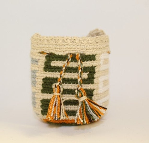 Handmade Mini Wayuu handbag (White, creme, light gray, ochre, green) – Dog disposable bags/treats holder
