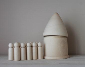 10  Wooden Boy Peg Dolls + House