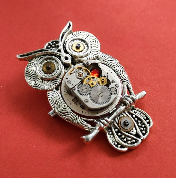 Owl brooch Gift for women Handmade Steampunk Vintage watch parts Badge Jewelry Bird heart Pin Fantasy Gifts Silver Red For Womens Mens