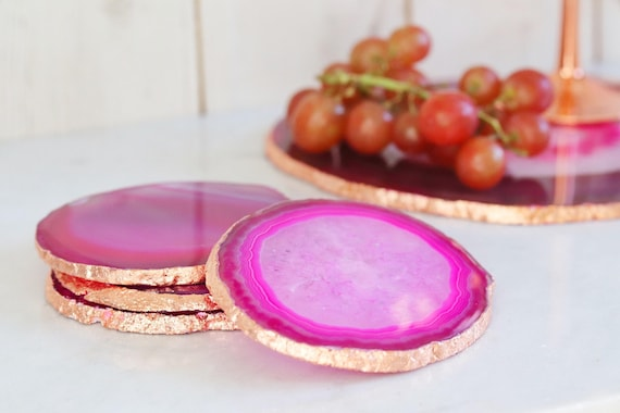 Pink agate coasters with rose gold. Boho decor agate slice handmade gilded with copper leaf edging. Bohemian home decoration. Agate slices