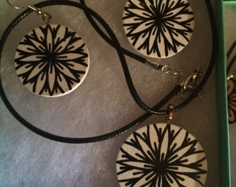 Black on white wood abstract geometric star burst necklace pendant and earring set