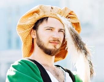 76567ed323f7 Cappellino Rinascimento per uomini oro colore con struzzo piume copricapo  storico del XV secolo moda italiana tardo medievale maschile copricapo