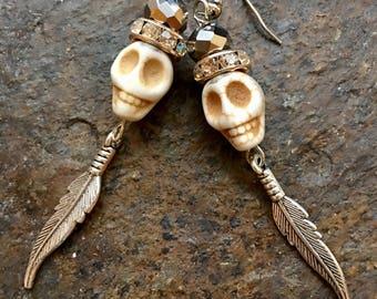 Sugar Skull Earrings//Skull Earrings//Day Of The Dead Earrings//Day Of The Dead Jewelry//Feather Earrings//Feather Jewelry//Boho Earrings