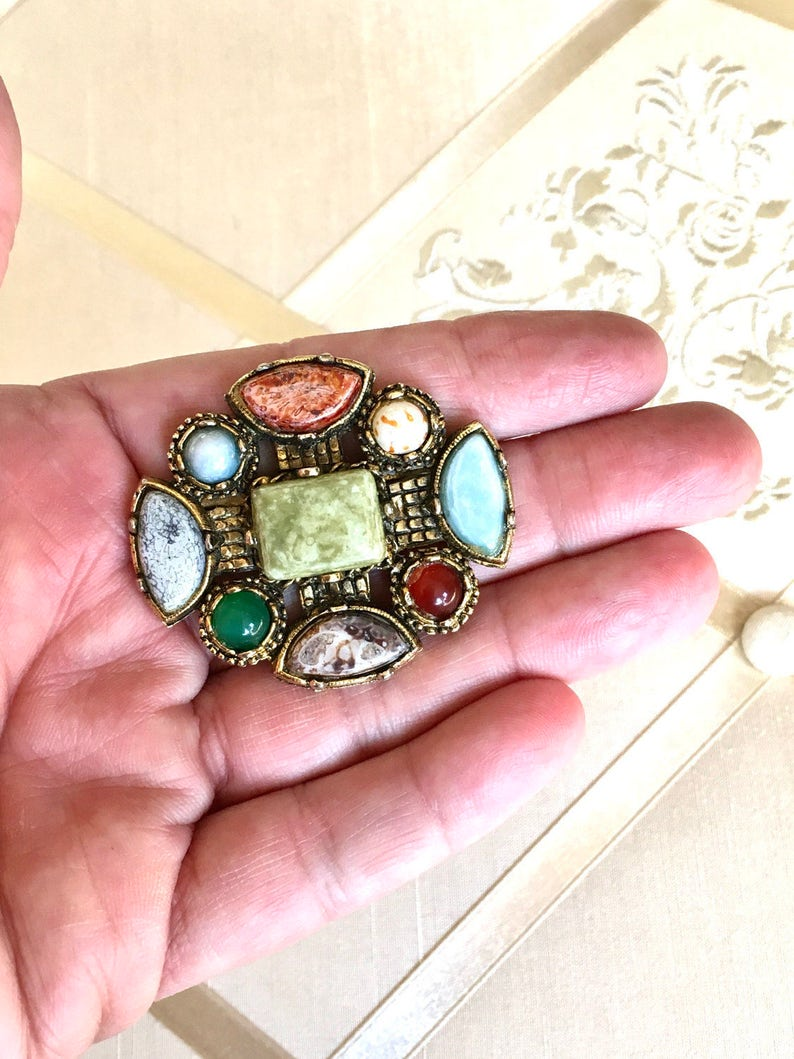 Vintage 70s Scottish Brooch with Glass Cabochon Agate Stones in Antique Gold Setting