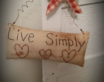 Primitive Live Simply pillow tuck peg hanger, everyday needfuls, shelf sitter, door hanger, OFG, FAAP, red heart pillow, prim pillow hanger