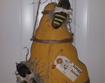 primitive summer bee skep peg hanger, bee skep shelf sitter, summer honey bee door hanger,  OFG, FAAP, prim summer decor, bee skep ornie,