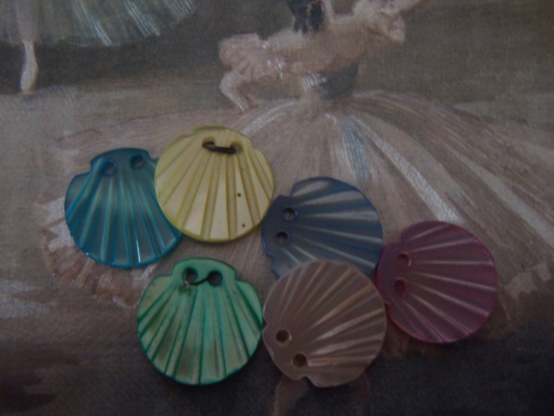 Vintage Pearl Shell Buttons 6 Scallop Shaped Iridescent 14 mm Soft Pink Aqua Blue Sea Green Pale Lemon Soft Blue Cream 2 Hole 916 inch