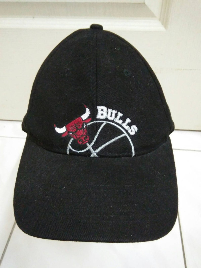 f9aba1fa481 Rare Vintage CHICAGO BULL cap pepsi cap pro gear sport cap
