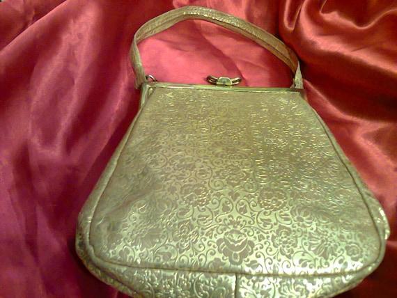 Embossed bag 30's
