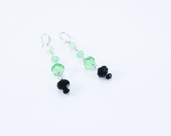Green and black crystals earrings.