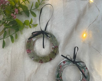Mini resin traditional Christmas hanging wreath with ribbon