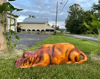 Chainsaw Carving : Hound Dog