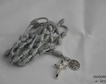 Silvery Gray St. Thomas Aquinas Knotted Twine Rosary Featuring a Black St. Benedict Crucifix