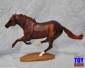 Breyer Model Horse: Traditional Size Racing Legends Series Racehorse #586 Smarty Jones 2004-2008