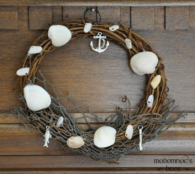 Beachcomber Wreath: 6 Inch Seaside Cottage Themed Seasonal Summer Wreaths Featuring Sea Shells /& Hook Charms Anchor and Net Fish