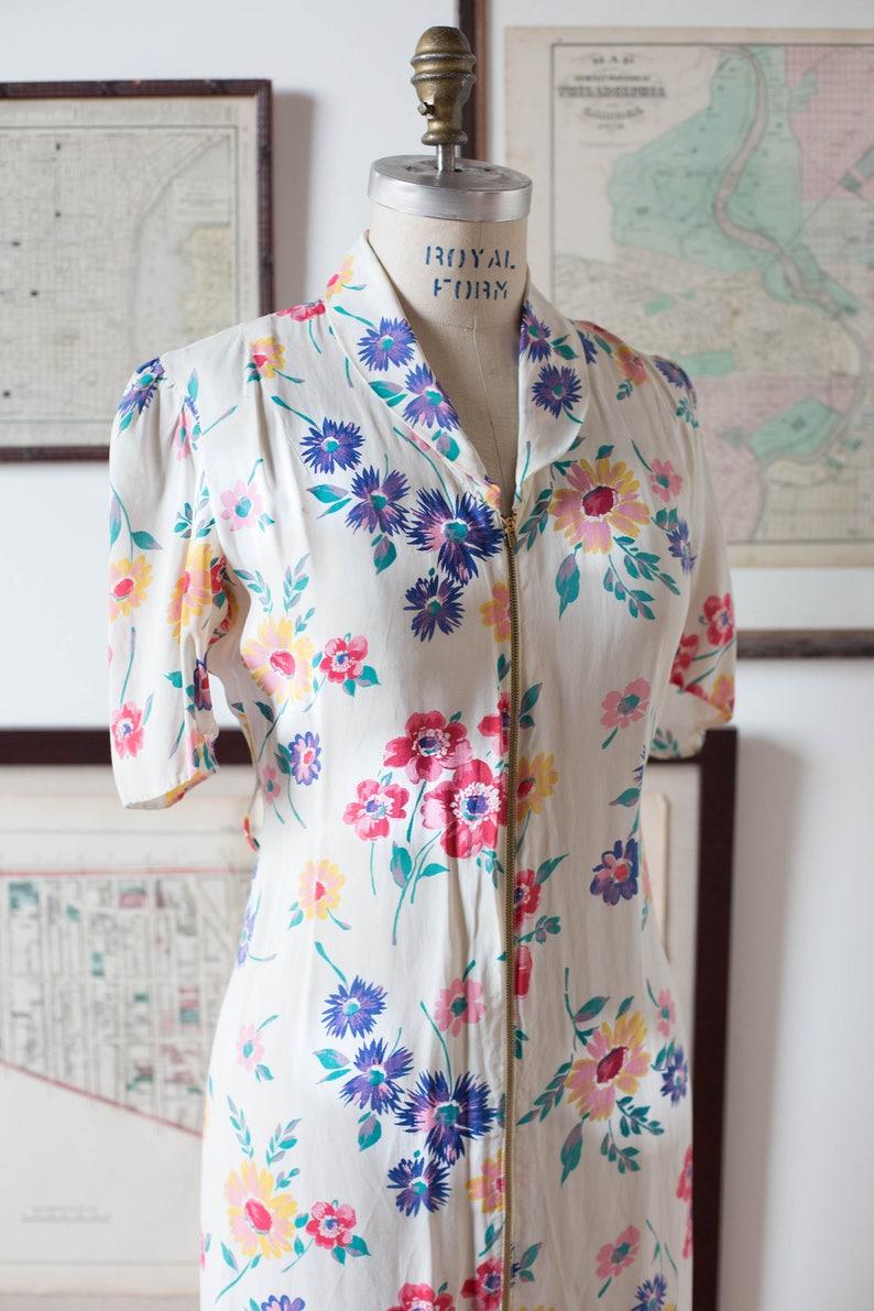 ad6e57de50 40 s Floral Dressing Gown