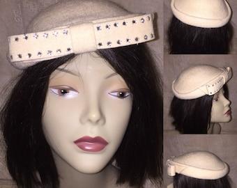 Vintage 1950s 50s Off White Ecru Wool Felt Pillbox Cloche Hat with Bow and  Rhinestones b81b34cefc6c