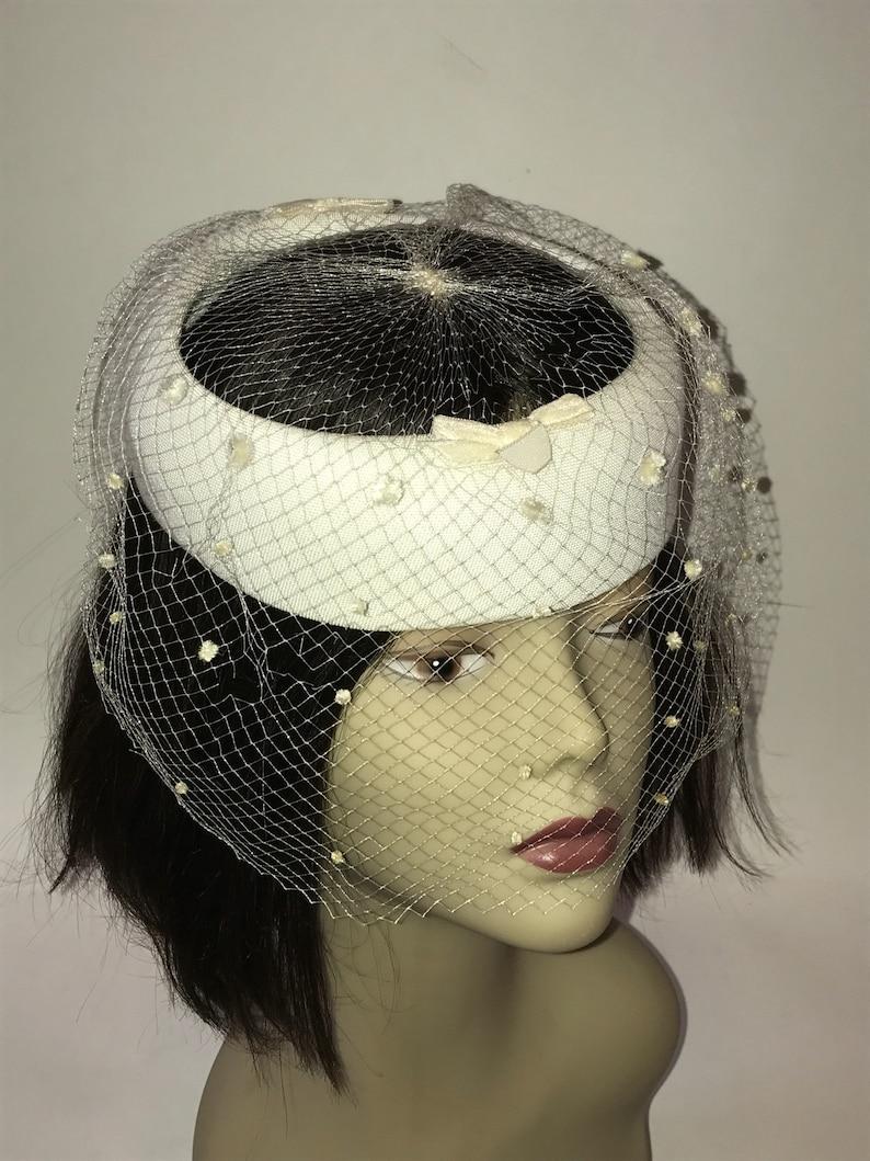 108d87fff71d6 Vintage 1950s Womens Pillbox Halo Hat with White Veil Wedding | Etsy