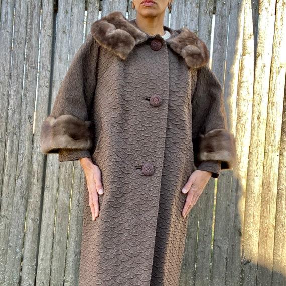 Vintage 1960s Wool Coat Scalloped Fur Trim Large B