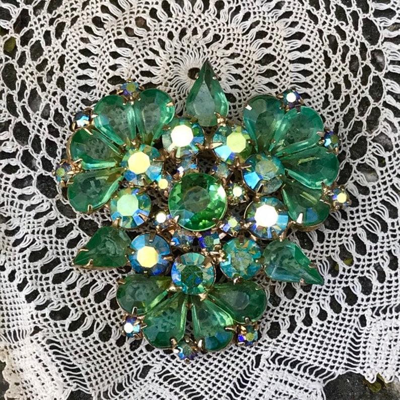 Vintage Green Rhinestone Costume Set Pin Brooch Clip-On Earrings Unsigned Goldtone