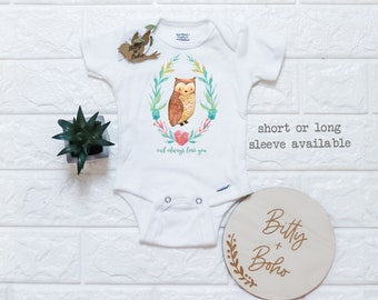 bodysuit Whooo Loves Me? Onesie personalized gift creeper unisex baby shower sign in owl themed