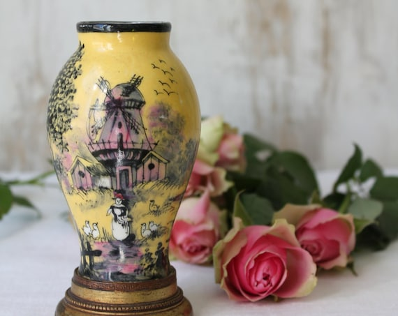 Small fine porcelain vase, signed CHANELEY, height 12.5 cm, in style London, Dutch landscape, rare single object