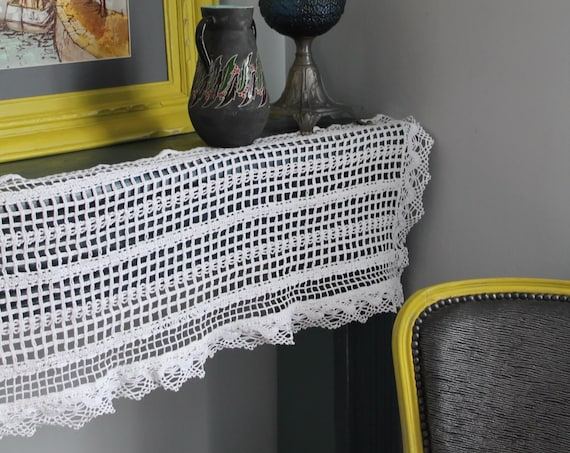French vintage handcrocheted fireplace ornament,  124 * 34cm /Cadeau Mama / country Decoration / chic campaign / Shabby chic